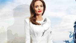 """Prljavi veš najvećih holivudskih tračera: Angelina Jolie je """"ozbiljno skrenula"""""""