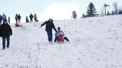 Hiljade Sarajlija na Bjelašnici: Otvorena zimska turistička sezona uz grah i čaj