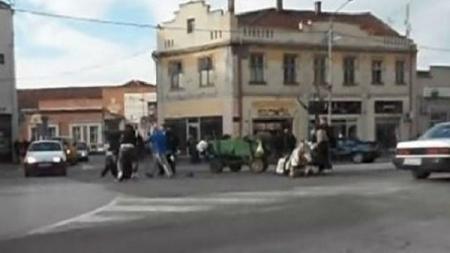 Prolaznici pretukli čovjeka koji je na ulici zlostavljao konja