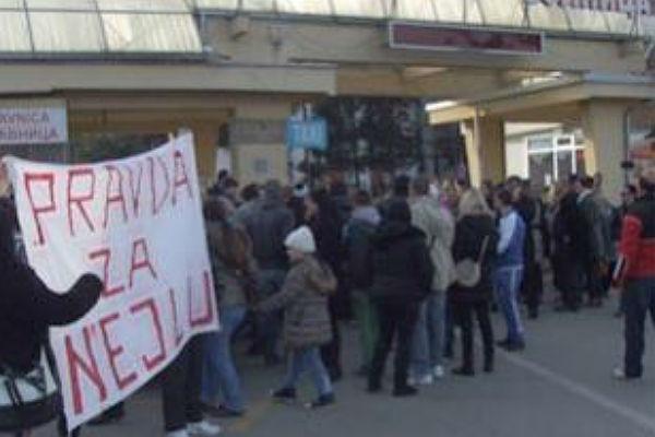 """Održani protesti """"Pravda za Nejlu"""" – Zada Bajrić: Dva dana su mi ubijali dijete!"""