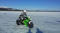 Guinnessov rekord: Ovo je najbrža vožnja po ledu na samo jednom točku!
