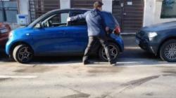 """Pogledajte: Ručno parkiranje """"Smarta"""""""