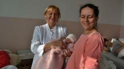 Najpoznatija babica u Bihaću: Pomogla da se rodi 50.000 beba