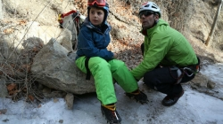 Osmogodišnjak se popeo na 30 metara visoki zaleđeni vodopad
