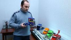 Strastveni kolekcionar pravi minijaturna motocikla i automobile