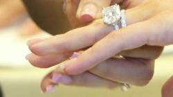 Spojite prste i otkrijte zašto se vjenčani prsten nosi baš na prstenjaku