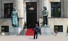 Zgrade institucija RS-a čuvaju policajci sa dugim cijevima