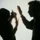 ŠTA SE DEŠAVA U UMU NASILNIKA: Zašto žene ne odlaze od partnera koji ih maltretira