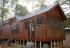 Ova drvena kuća nudi mjesto za 6 osoba. Unutrašnjost će vas oduševiti