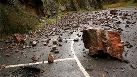 Vozači, oprez: Na putevima u BiH mogući odroni i jaki udari vjetra!