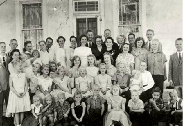 98863_porodica-poligamija_630x0