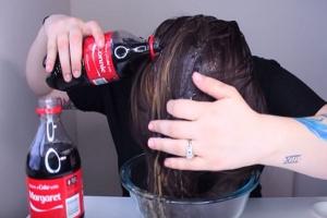 Pranje kose Coca Colom - Novi.ba