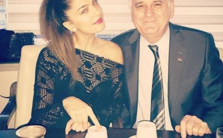 NIKOLIĆ U ZAGRLJAJU TURKINJE: Proricala mu sudbinu iz šoljice kafe