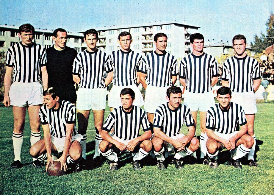 FK Željezničar iz 1967. godine (Ivica Osim, prvi lijevo)