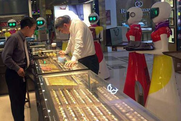 PAY-Chinese-businessman-goes-shopping-with-robots-1