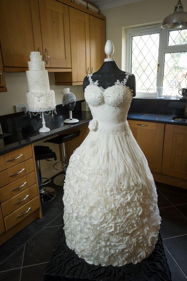 PAY-The-life-size-wedding-dress-cake