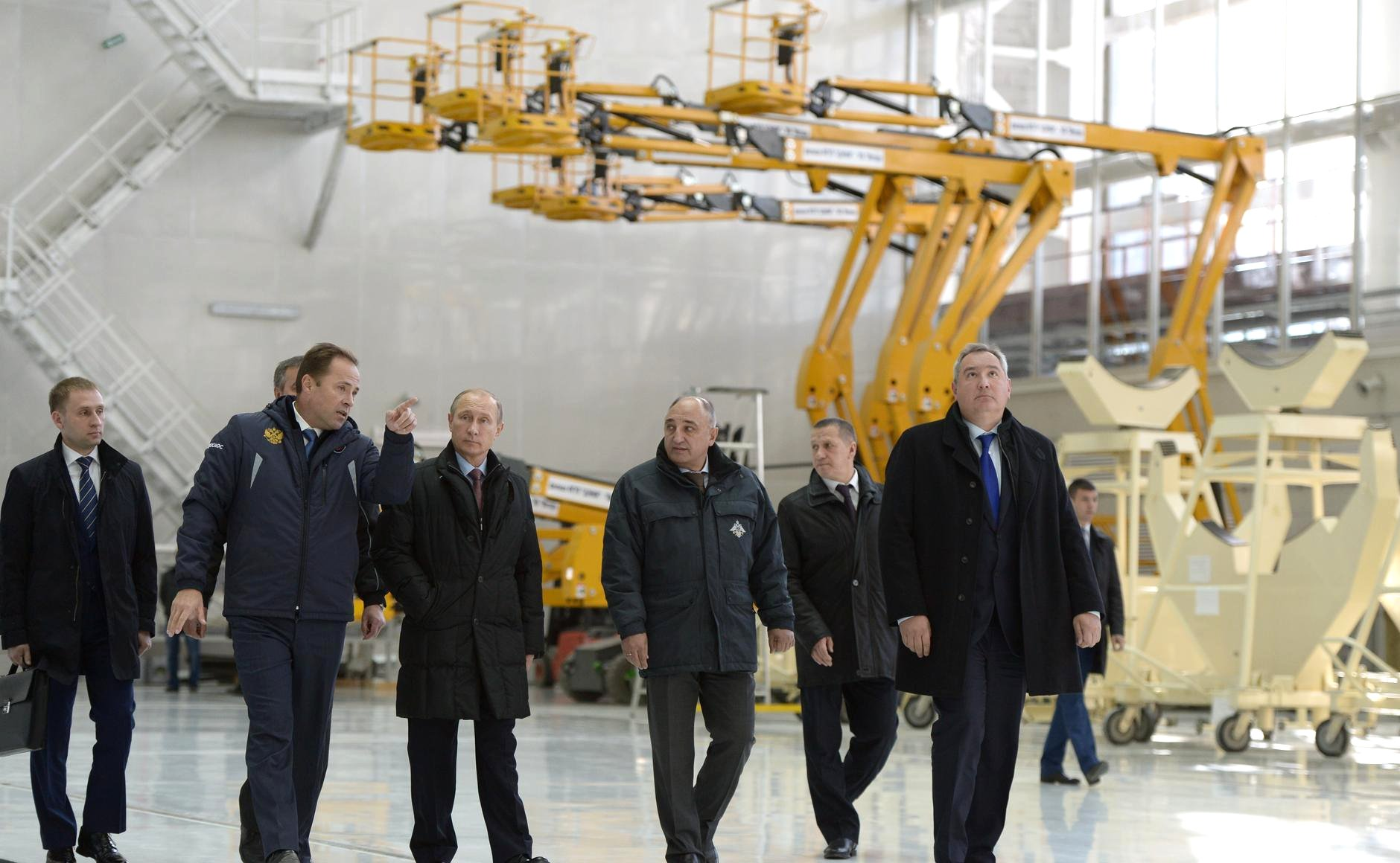 Vladimir_Putin_in_Vostochny_Cosmodrome_(2015-10-14)_2