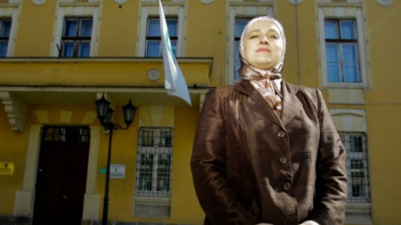 AMRA BABIĆ – MODEL ZA ISLAM I EVROPU Najpoznatija načelnica iz BiH na izbore izlazi samostalno: Budžet Visokog uvećali smo za 30 posto
