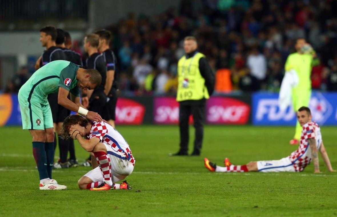 Cristiano_Ronaldo_Modric_suze_EURO_AA