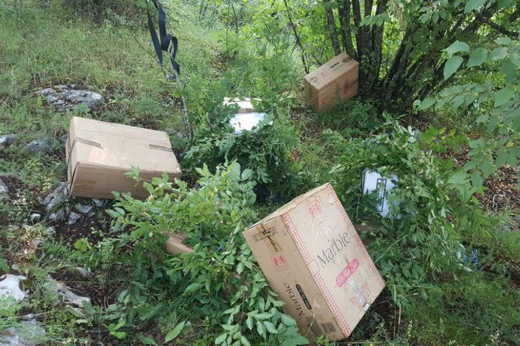 hercegovina bacili 4 000 kutija cigareta i pobjegli granicnoj policiji