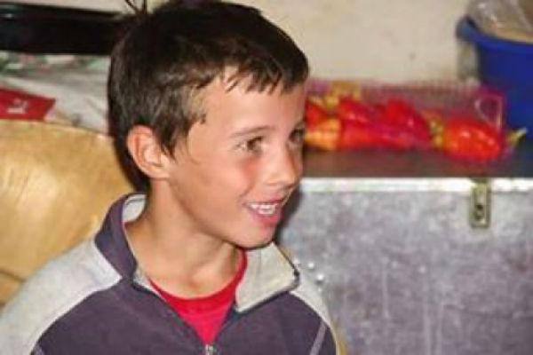 ovaj lijepi djecak iz bihaca rado bi isao u skolu ali nema ni olovku
