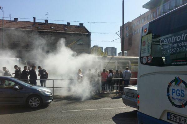 zapalio se tramvaj u sarajevu putnici u panici bjezali