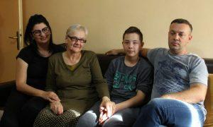 Dječak Harun sve vrijeme boravi u kući s porodicom - Trazim.com