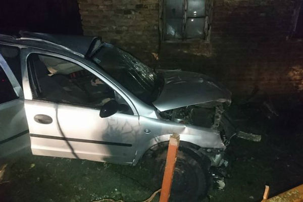 automobilom se zabili u kucu 18 godisnjak poginuo na mjestu