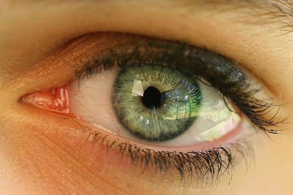 sigurno niste znali evo kako je nastao mokri ruzicasti dio u uglu vaseg oka