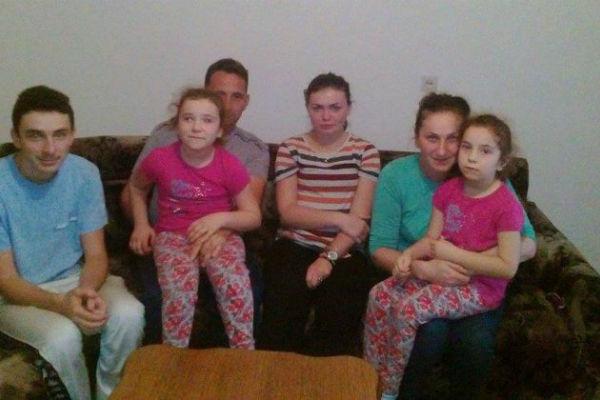 djecak iz zepca moli za pomoc moje tri sestre i ja nemamo sta da jedemo