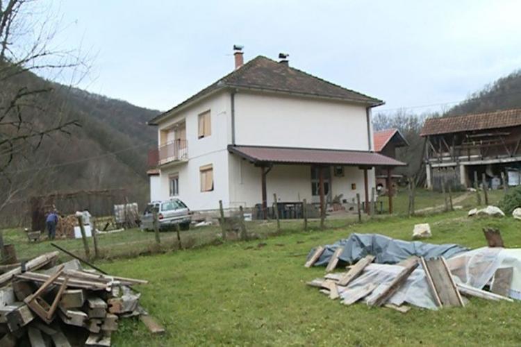 citavim selom se brzo prosirila vijest svi su mislili da je domacina ubio bik a onda sokantna istina