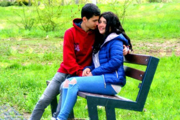 mislili su da zaljubljeni par strasno razmjenuje njeznosti u parku onda su shvatili sta zaista imaju u ustima i sokirali se