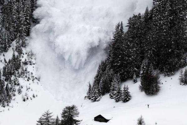 tragedija u japanu ucenike zatrpala lavina u toku spasavanje i potraga za nestalim