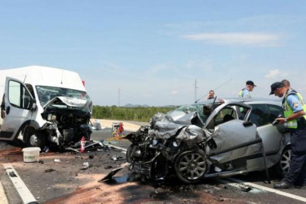 teska saobracajna nesreca zena i dijete poginuli vozac automobila povrijeden