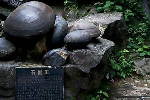 misteriozna stijena koja svakih 30 godina snese jaje