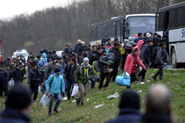 francuska u toku evakuacija migranata iz kampova u sumi