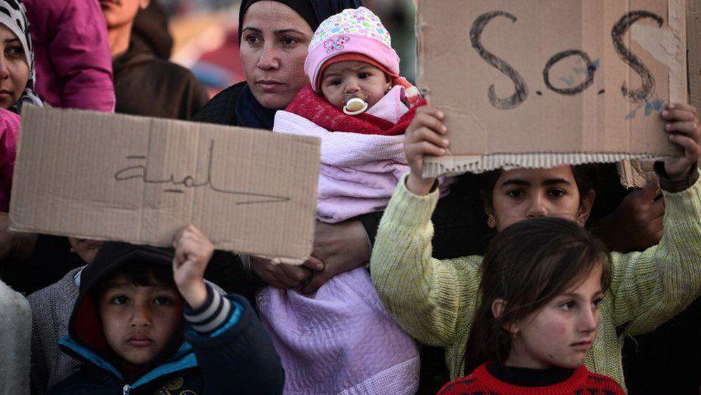 grcka sirijci protestuju trazeci otvaranje granica