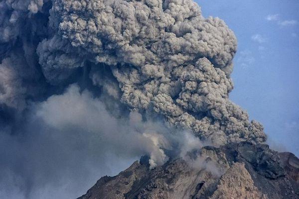 raste broj evakuiranih osoba zbog aktivnog vulkana na baliju