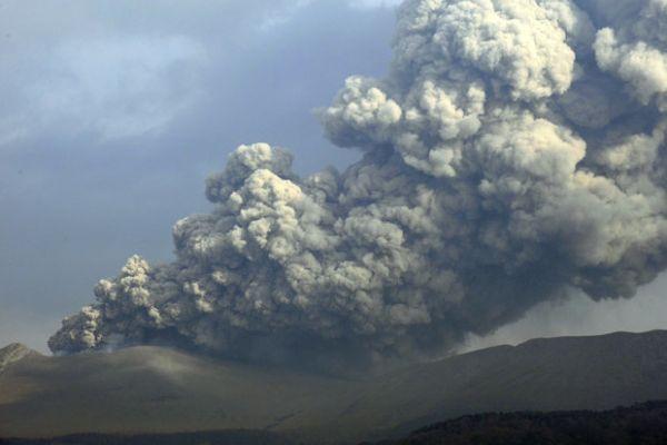 japan pepeo vulkana prekrio cetiri grada