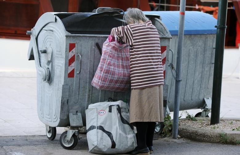Vlasti u BiH se kod banaka zadužile 2,4 milijarde KM