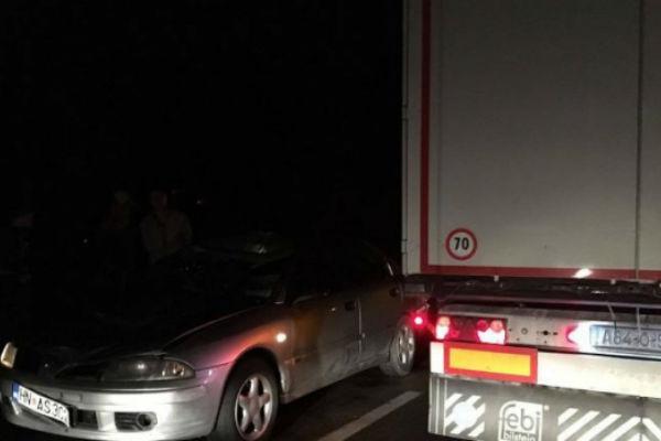 preminuo vozac 24 na kojeg je naletio automobil dok je popravljao kamion