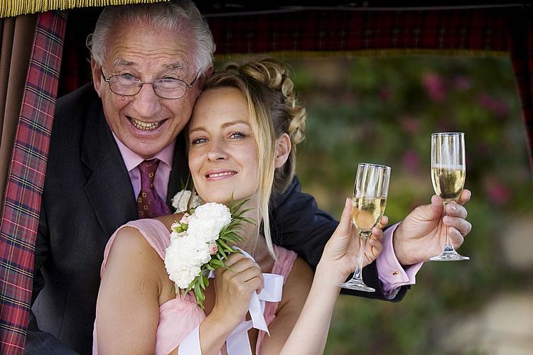 красивая фигуристая женщина замужем за пожилым джентльменом но ей лучше провести