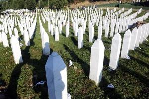 Svakog 9. januara okupiti 8.372 osoba koje će pomoći da se brani istina o genocidu