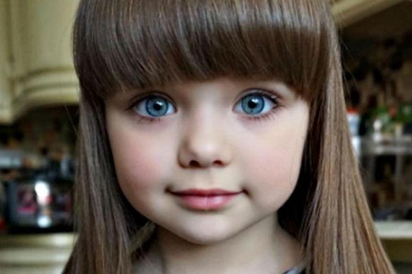 svi znate najljepsu djevojcicu na svijetu ali niste primijetili na fotkama njenu predivnu majku