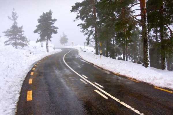 vozaci oprez poledica i ugazeni snijeg na planinskim prevojima romanija i rogoj
