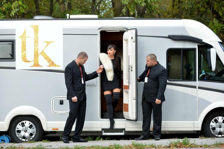 o kamperu kojim je dosla u zvezde granda bruji cijela srbija a evo kako izgleda unutrasnjost luksuznog vozila