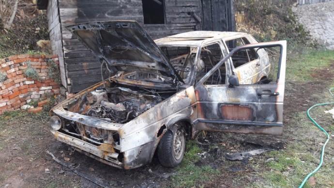 nakon novih prijetnji povratnicima u rogaticu zapaljeni automobil i pomocni objekat