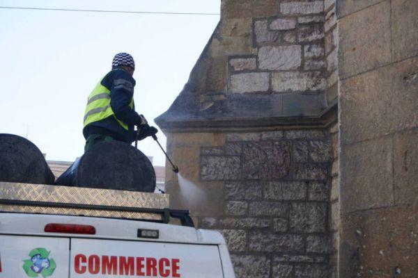 uklanjaju se grafiti sa sarajevske katedrale