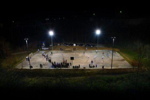 mladi iz jablanice realizovali projekat postavljanja reflektora na stadionu