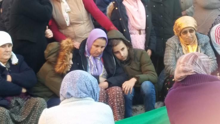 Gračanica: Grleći dvojicu sinova, Almira se oprostila od supruga